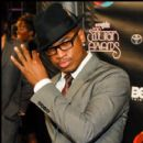 Ne-Yo tips his hat to Photographers at the 2010 Soul Train Awards
