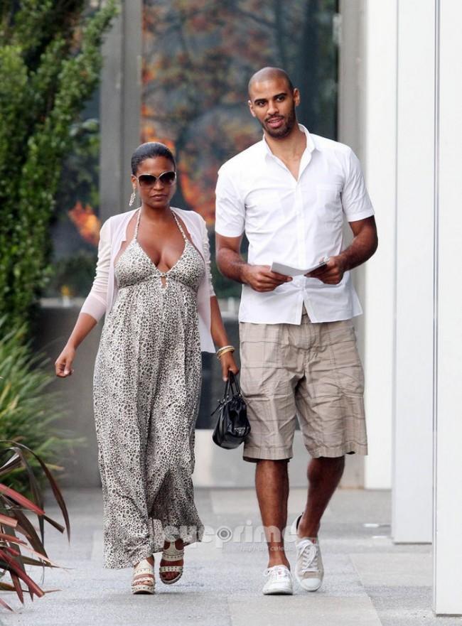 NIA LONG and boyfriend NBA Player IME UDOKA Take a Stroll in West ...