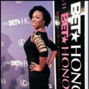 Singer Indie.Arie poses on the red carpet