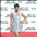 Brandy poses on the red carpet at the 2010 BET Awards