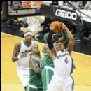 Wizards Maurice Evans goes up against the Celtics Jermaine O'Neal